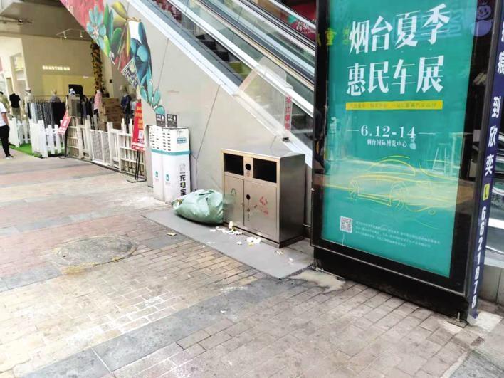 """万达金街垃圾外溢问题跟踪:西侧唯一垃圾桶""""禁止倒垃圾"""""""
